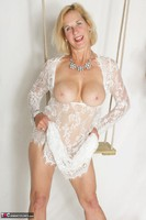 Molly MILF. Molly On The Swing Free Pic 8