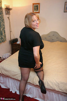 Curvy Claire. Fishnets On The Bed Pt1 Free Pic 1