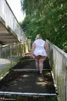 Lexie Cummings. Flashing On The Bridge Free Pic 16