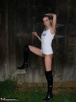 Kiss Alissa. Harmony Barn Free Pic 12