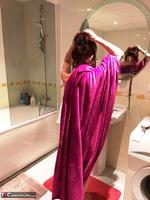 Diana Ananta. Evening Toilet Free Pic 1