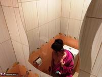 Diana Ananta. Evening Toilet Free Pic 6