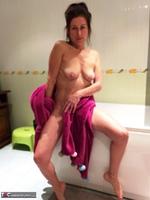 Diana Ananta. Evening Toilet Free Pic 8