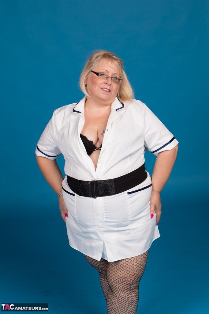 Lexiecummings-Sexy Nurse Lexie Strips Pictures-7092