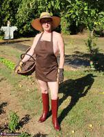 Mary Bitch. In My Garden In Rubber Boots Free Pic 1