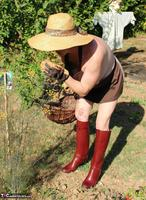 Mary Bitch. In My Garden In Rubber Boots Free Pic 3