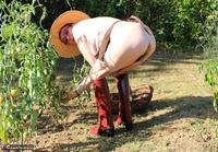 Mary Bitch. In My Garden In Rubber Boots Free Pic 4