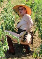 Mary Bitch. In My Garden In Rubber Boots Free Pic 12