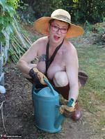 Mary Bitch. In My Garden In Rubber Boots Free Pic 18