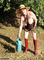 Mary Bitch. In My Garden In Rubber Boots Free Pic 19
