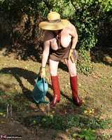 Mary Bitch. In My Garden In Rubber Boots Free Pic 20