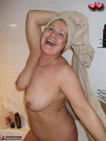 Busty Bliss. Cun & Lets Get Squeaky Clean Together Free Pic 1