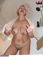 Busty Bliss. Cun & Lets Get Squeaky Clean Together Free Pic 3