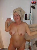 Busty Bliss. Cun & Lets Get Squeaky Clean Together Free Pic 9
