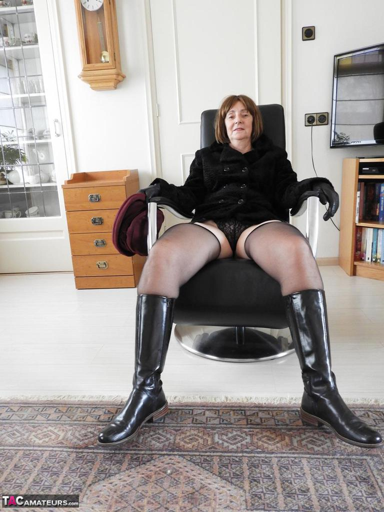 Amateur Boots Porn Galleries katkitty-black boots pictures
