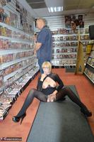Barby Slut. Sex Shop Flash Free Pic 15
