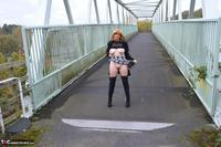 Barby Slut. Barby's Bridge Flash Free Pic 6