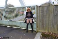 Barby Slut. Barby's Bridge Flash Free Pic 11