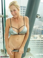 Molly MILF. In The Pool Free Pic 3