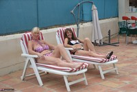 Melody. Sunbed Shenanigans With Pandora Pt1 Free Pic 2
