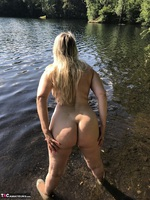 Sweet Susi. Flashing At The Lake Free Pic 9