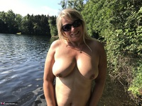 Sweet Susi. Flashing At The Lake Free Pic 13