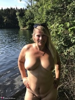 Sweet Susi. Flashing At The Lake Free Pic 18