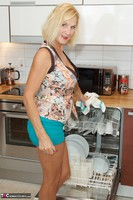 Molly MILF. Housework Free Pic 1
