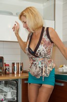 Molly MILF. Housework Free Pic 6