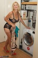 Molly MILF. Housework Free Pic 7