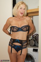 Molly MILF. Housework Free Pic 9