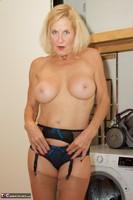 Molly MILF. Housework Free Pic 10