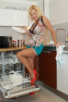 Molly MILF. Housework Free Pic 11