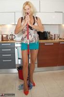 Molly MILF. Housework Again Free Pic 6