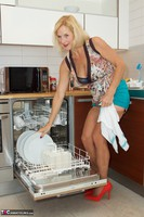 Molly MILF. Housework Again Free Pic 14