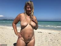 Sweet Susi. The Beach Free Pic 2