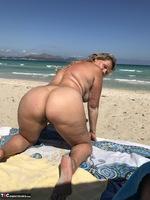 Sweet Susi. The Beach Free Pic 5