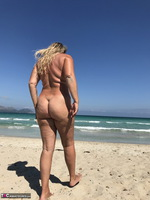 Sweet Susi. The Beach Free Pic 6