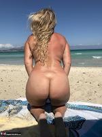 Sweet Susi. The Beach Free Pic 10