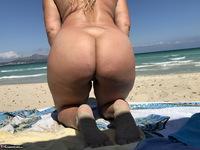 Sweet Susi. The Beach Free Pic 12