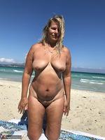 Sweet Susi. The Beach Free Pic 14