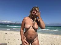 Sweet Susi. The Beach Free Pic 15