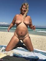 Sweet Susi. The Beach Free Pic 16