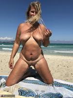 Sweet Susi. The Beach Free Pic 17