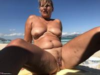 Sweet Susi. The Beach Free Pic 20