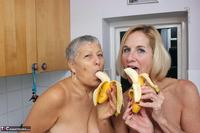 . Savana Molly & The Bananas Free Pic 19