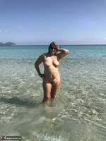SweetSusi. Naked In The Sea Free Pic 3