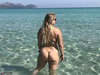 SweetSusi. Naked In The Sea Free Pic 6