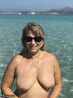 Sweet Susi. Naked In The Sea Free Pic 8