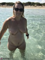 Sweet Susi. Naked In The Sea Free Pic 11